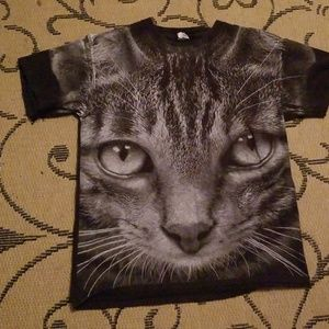 Tabby cat face black t shirt